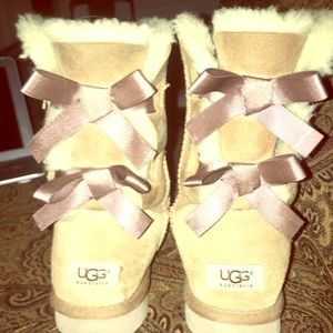 Short Bailey Bow UGGS